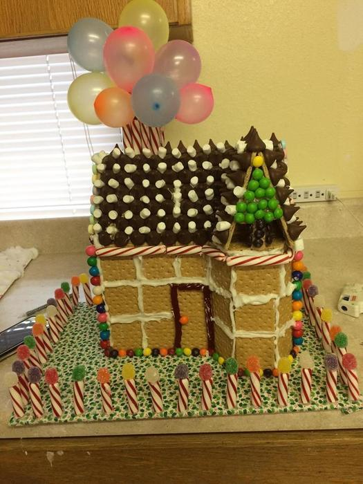 Claudia_gingerbread_house.jpg